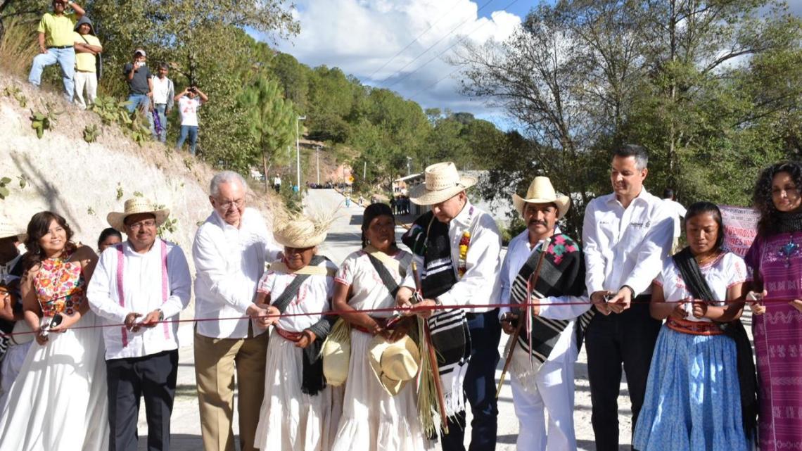 En San Antonio Sinicahua se inaugura primer camino hecho con mano de obra comunitaria
