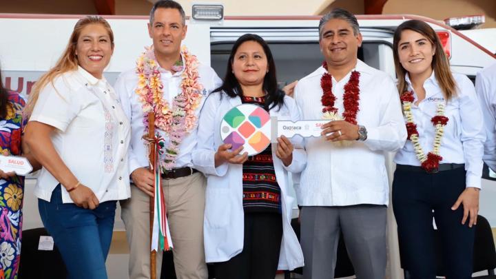 Entrega Alejandro Murat ambulancias para el Fortalecimiento de la Salud de Oaxaca