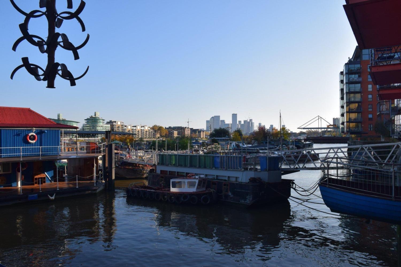 walk stroll london thames river bay pier boat travel rotana ty