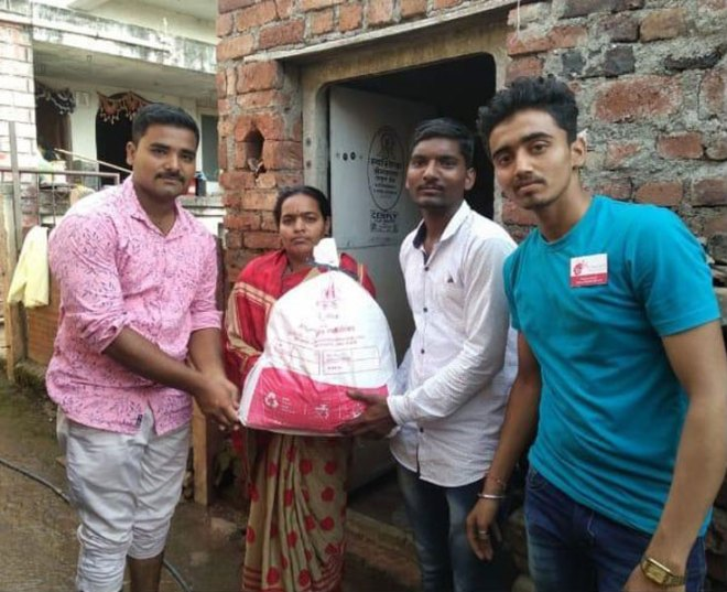 Above: Rotaractors distribute relief material.