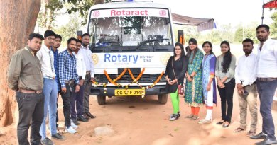 Project Muskan Chair Asif Khan (next to ambulance) along with RAC Jagdalpur President Unnati Mishara (to his left) and other Rotaractors.