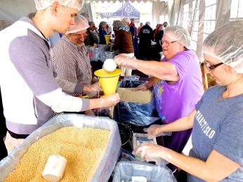 10-23-16-stop-hunger-now-packing
