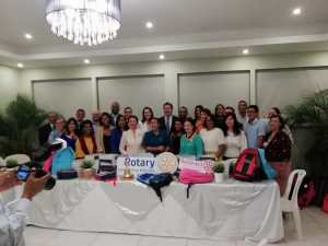 Donación Rotaract y Phoenix Tower International