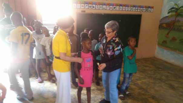 Donación mochilas en Palmarejo