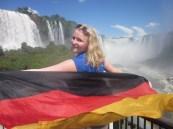 Intercambista Magdalena em visita às Cataratas do Iguaçu