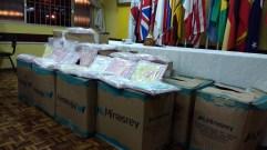 Caixas com os kits entregues para a Maternidade Viva Vida.
