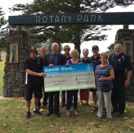 Gareth presenting cheque for Saddleback lookout 2