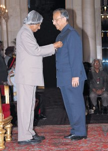 PRIP Rajendra K Saboo being conferred the Padma Shri award by President APJ Abdul Kalam.