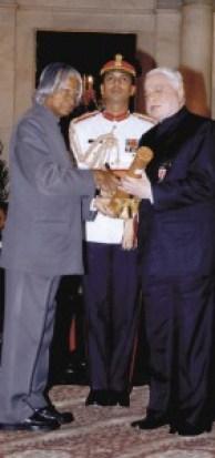 TRF Trustee Sushil Gupta being conferred the Padma Shri award by President APJ Abdul Kalam.