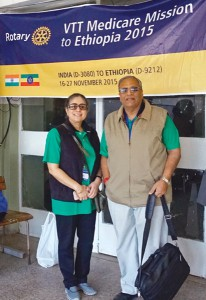 Project Chair PDG Arun Sharma with volunteer Poonam Gandhoke.