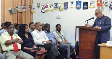 Rtn Chandrakant Chaudhari addressing the Rotarians at Sri Lanka.