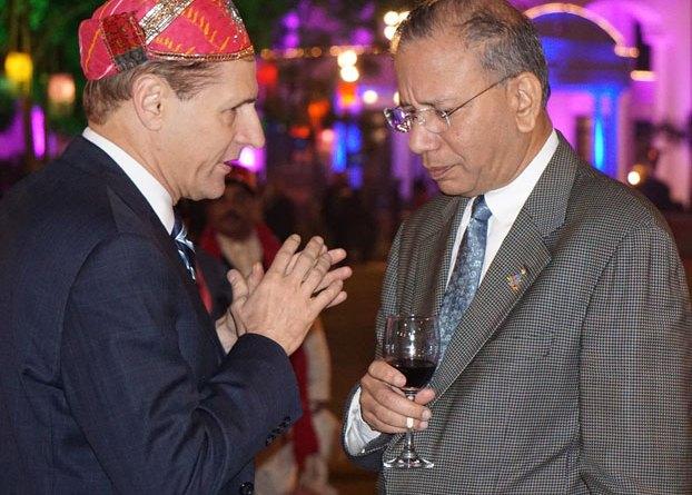 From right: RI President KR Ravindran and RI General Secretary John Hewko.
