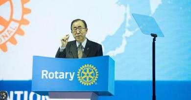 "United Nations Secretary-General Ban Ki-moon indicates that we are ""This Close"" to ending polio because of Rotary's great work, during the opening session of the Rotary Convention in Korea on Sunday, 29 May. Photo Credit: SJ Cho"