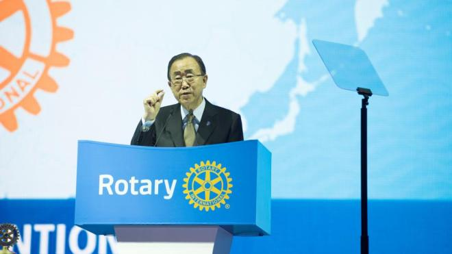 """United Nations Secretary-General Ban Ki-moon indicates that we are """"This Close"""" to ending polio because of Rotary's great work, during the opening session of the Rotary Convention in Korea on Sunday, 29 May. Photo Credit: SJ Cho"""