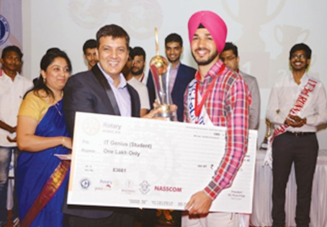 Jaskaran Singh, winner of the 'IT genius of India' award (student category), receiving cash prize of Rs 1 Lakh.