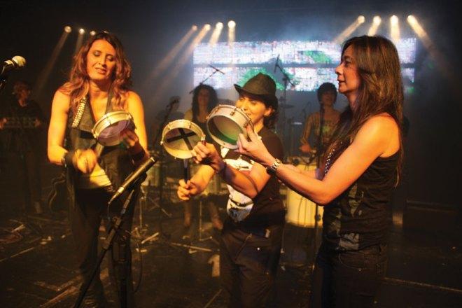 The all-female Samba de Rainha is a popular São Paulo band.