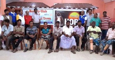 600---Indian-Rotarians-help-Sri-Lankan-war-Victims---1