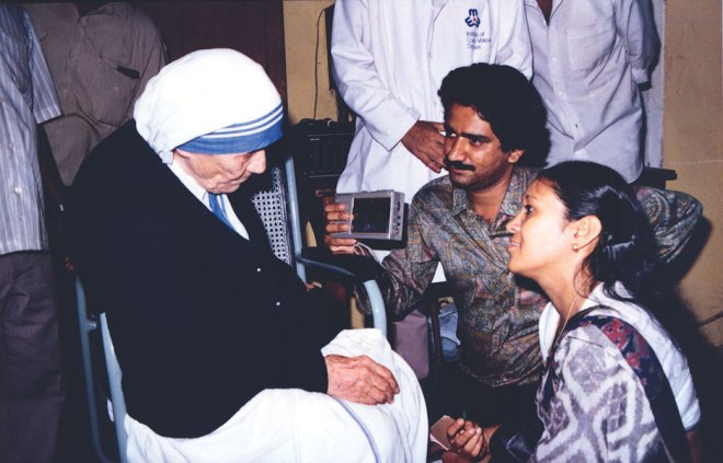 Saint Teresa with Rotary News Editor Rasheeda Bhagat and Suresh Nambath, National Editor, The Hindu.