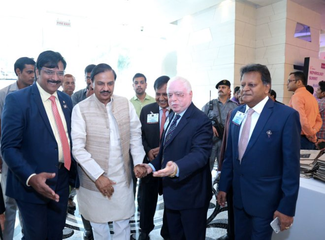 WinS Global Chair Sushil Gupta, along with DGE Ruchir Anirudh Jani and DGN Subhash Jain, welcome Union Minister of State for Culture and Tourism Dr Mahesh Sharma.