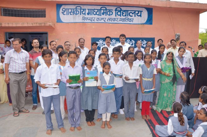 RC Gwalior Central RI District 3053 Distribution of educational kits to students of club's adopted school, Kanya Vidyalaya.