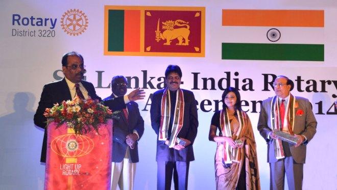 L to R: DG Nazar & PDG Sampath Arumugam (D-3230), PDG Krish Rajendran & DG Gowri Rajan (D-3220) and RI Director P T Prabhakar at the Sister Club Agreement event.