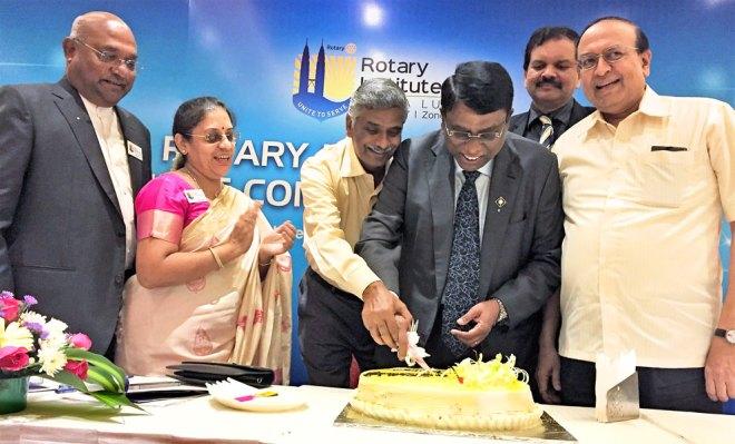 RIDE Basker, Vasanthi Theenachandran, PDG S Rajendran, PDG Deepak Shikarpur and PRID P T Prabhakar celebrate PDG Theenachandran's birthday.