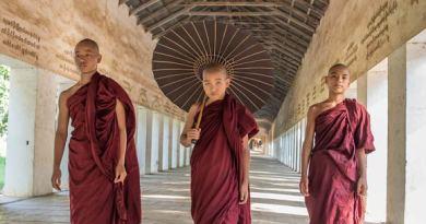 Buddhist-monks-(3)