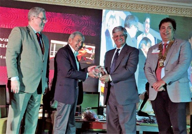 General V P Malik presents the Shreyas Award to columnist Jug Suraiya, in the presence of DG Raman Aneja (right) and IPDG David Hilton.