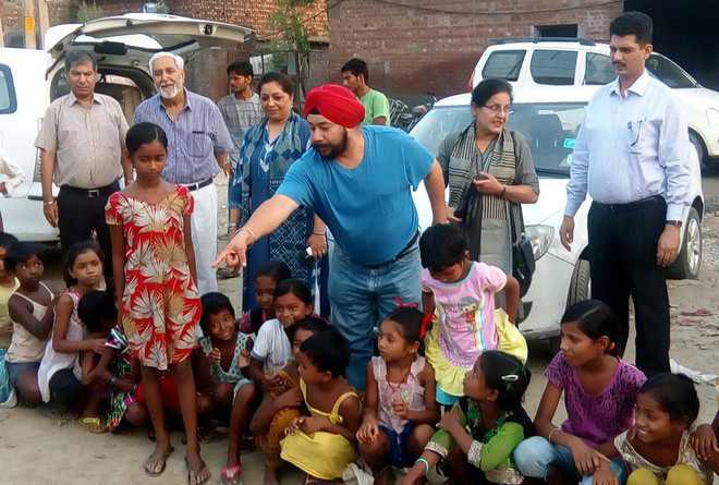 Members of Rotary Club teach slum children about health related issues.