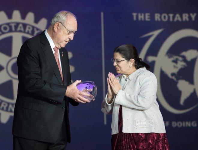 RI President John Germ presents a Rotary Crystal to Rajashree Birla, Chairperson of the Aditya Birla Foundation for Community Initiatives and Rural Development.