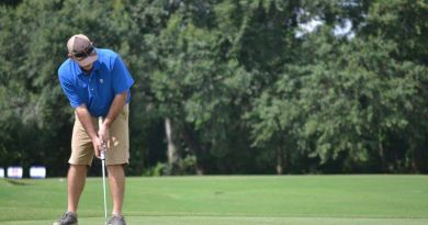 David Cone watches his putt during the Rotary Club of Thomasville's golf fundraiser for the United Way of Thomas County at Country Oaks Golf Course. Photo: Pat Donahue / Times Enterprise