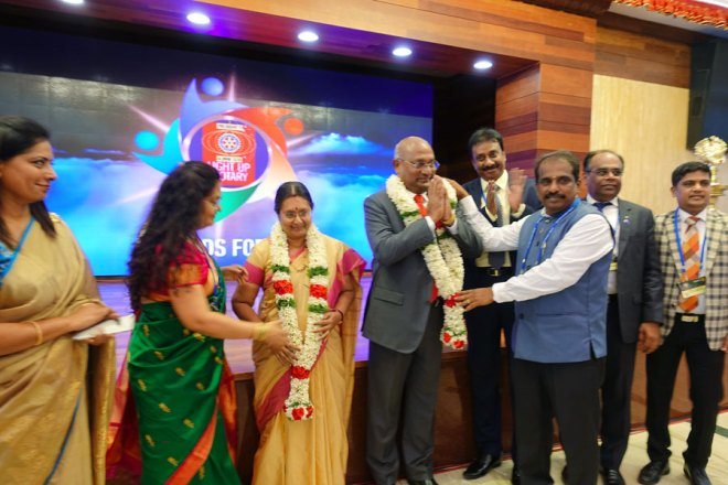 RID C Basker and Mala being felicitated by Rtn Balasubramaniam and Rtn Sashi Suresh in the presence of (from R) Light up Conclave Chair D Dev, PDG ISAK Nazar, DG R Srinivasan and Sujatha Srinivasan (extreme left).