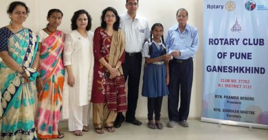 Dr Ramesh Godbole provides medicines to Sapna Kasbe in the presence of (from R) Club President Pramod Bendre, Varsha, Alka Pawar, Sapna's mother and teacher Lalita Naravane.