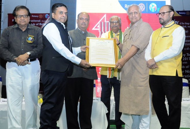 DGN Ajay Agarwal presents a citation to Sanjit Bunkar Roy, Founder of the Barefoot College, in the presence of (from L) DG Brojo Gopal Kundu, PRID Shekhar Mehta, 4-Way Test Chairman G S Sarda and PDG Ravindra P Sehgal.
