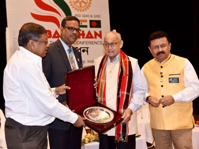 PRIP Kalyan Banerjee being honoured with a memento by (from L) Setubandhan Convener Baharul Islam Majumder and D 3282 DG Tayub Chowdhury, as D 3240 DG Sunil Saraf looks on.