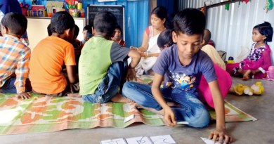 The makeshift school has three teachers and 22 students. Photo: Falguni Agrawal