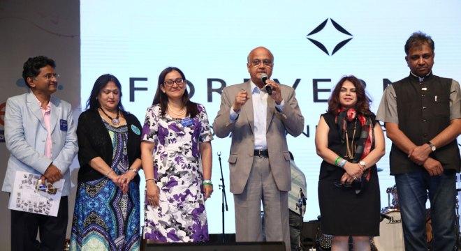 TRF Trustee Designate Gulam Vahanvaty addresses the audience. Also seen (from right) DG Prafull Sharma, spouse Vidyottama Sharma, Devika Shah, RC Bombay Worli President Kavita Godbole and Assistant Governor Sandeep Shah.