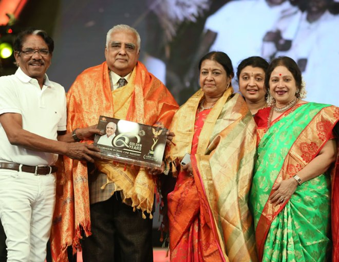 Tamil film director Bharathiraja felicitates PDG Sv Rm Ramanathan and spouse Nallammai in the presence of their daughter Meenakshi Perikaruppan and film artiste Jayachitra at the Conference.