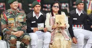 RC Jammu Elite President Nupur Sandhu with cadets and ADG NCC (J&K) Maj Gen N Kumar (left).