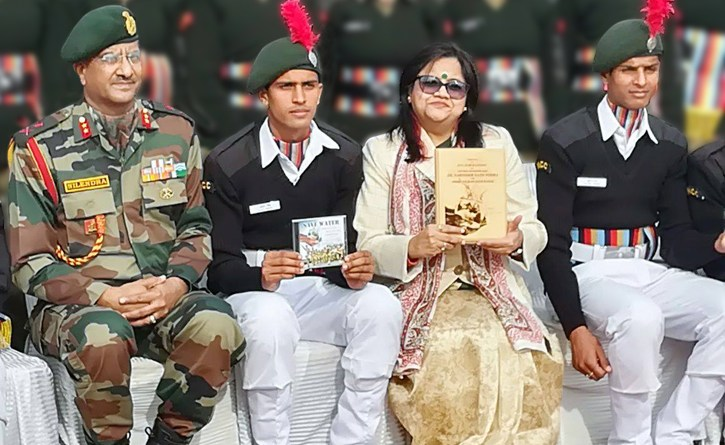 RC Jammu Elite President Nupur Sandhu with cadets and ADG NCC (J&K) Maj Gen N Kumar (left).