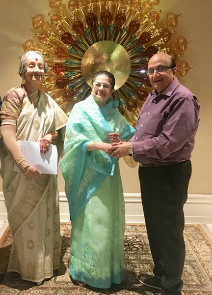 Rajashree Birla, Chairperson of the Aditya Birla Foundation for Community Initiatives and Rural Development, presented a cheque for `50 lakh to PRID Ashok Mahajan to be used for the Measles and Rubella programme undertaken by Rotary in India.
