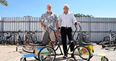 Rotarian Graeme Bartlett and Len Smith. Picture: Hannah Sbeghen
