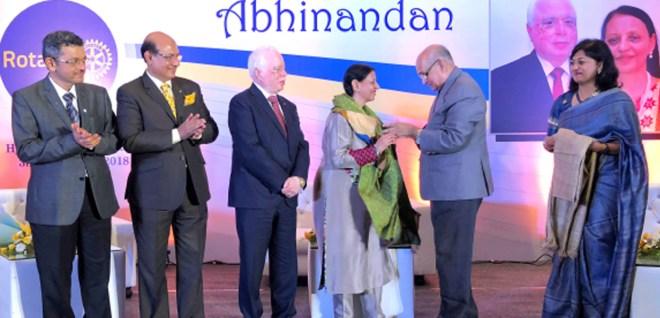 PRIP Kalyan Banerjee greets Vinita with a shawl as RIDEs Bharat Pandya, Kamal Sanghvi, RIPN Sushil Gupta and Sonal look on.