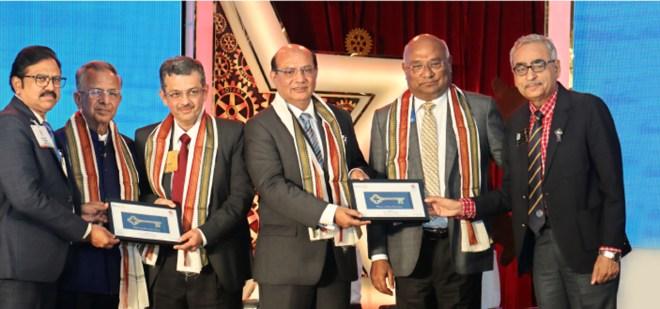 DGs Guddati Viswanadh (L) and Vishwa Bandhu Dixit (R) recognise PRIP Rajendra Saboo, RIDEs Bharat Pandya and Kamal Sanghvi, and RID C Basker with mementoes.