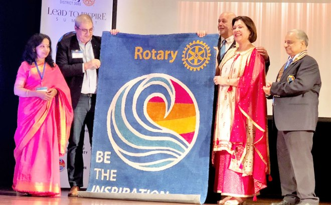 At an inter-city Rotary clubs' meet RI President Barry Rassin and Esther are presented his theme 'Be the Inspiration' woven in a tapestry. DG Praveen Goyal (L) and PDG Raman Aneja and Basu Goyal are also seen.