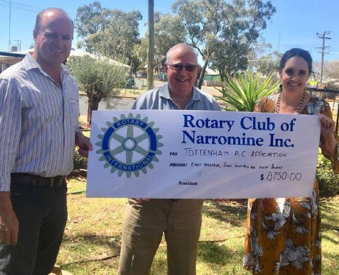 Tottenham Central School's Parents and Citizens Association President Greg Radford, Narromine Rotary Club member Geoff Smith and Principal Amanda Thorpe. Photo: Submitted