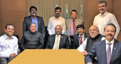 RID C Basker (centre) with (from R) DG A Venkatachalapathy, PDGs Giju Alexander George, E K Sagadhevan, DG E K Ummer and Dr Rajesh Subhash (standing right).