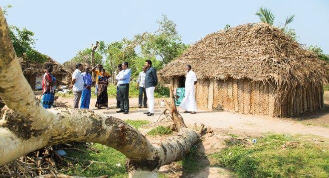 PDG Chinnadurai Abdullah interacting with the villagers.