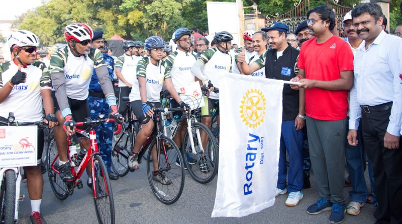 DG A Venkatachalapathy (third from right) cheering the participants as Corporation Commissioner Dr K Vijayakarthikeyan flags off the event.