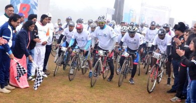 DG Nikhilesh Trivedi (left) and Champion cyclist Minati Mohapatra flagging off the rally.